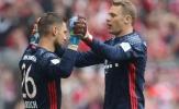 Neuer tiếp tục được người nhà ủng hộ trong cuộc chiến khung gỗ với Ter Stegen