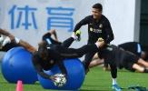 Không nghe lời Conte, Sanchez vẫn cười tươi với Lukaku