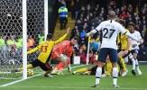 Thầy trò HLV Jose Mourinho mất 3 điểm vì vài milimet vạch vôi