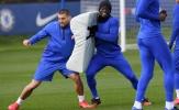 Dùng dụng cụ lạ trên sân tập, Chelsea chờ 'làm gỏi' Man Utd