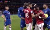 CHOÁNG! 'Quái thú M.U' quá dữ dằn, một mình cân 4 sao Chelsea không cho đụng vào đồng đội