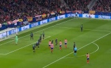 Vì sao Liverpool để thua trong tình huống '8 chọi 4'?