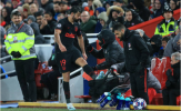 Bị thay ra sớm, 'quái thú' Atletico giận dữ, đá văng giỏ nước ngoài đường biên
