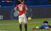 10 hình ảnh gây lú lẫn tại Premier League 2019/20: Fernandes 'chán chẳng buồn nói'