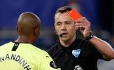 Fernandinho lĩnh thẻ đỏ, Man City cay đắng 'dâng cúp' cho Liverpool
