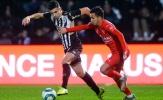 Theo đuổi 'Evra mới', Man Utd nhận tin vui
