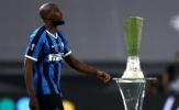 Romelu Lukaku để lại hình ảnh đau xót bước ngang chiếc cúp Europa League