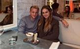 Van de Beek mặn nồng bên bạn gái