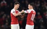 Bênh Ozil, thủ lĩnh cũ của Arsenal tố Arteta có vấn đề