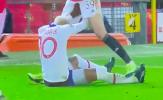 Không chỉ Fred húc đầu, cầu thủ M.U còn có hành động khác gây choáng trước PSG