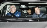 Walcott lặng lẽ đến kiểm tra y tế, Everton có người thay Barkley