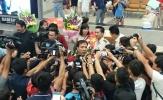 Hoàng Xuân Vinh bị quây nghẹt thở giữa rừng phóng viên và người hâm mộ ngày về nước