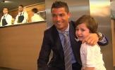 Ronaldo ủng hộ cậu bé mồ côi vì đánh bom