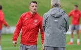 Wenger hẹn gặp riêng, răn đe Xhaka