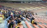 CĐV Malaysia 'bỏ rơi' đội nhà ngày khai màn SEA Games