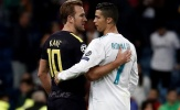 Harry Kane vui mừng nhận 'món quà' từ Ronaldo