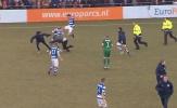 Fan cuồng lao vào sân đấm đá cầu thủ và nhân viên an ninh