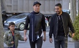 Ronaldo đưa con trai đi mua sắm ở khu phố quý tộc