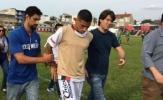 Cầu thủ Brazil bị cảnh sát bắt ngay trên sân
