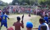 SỐC: CĐV Brazil vác súng AK đến sân cổ vũ đội nhà
