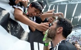 Biển người níu kéo Gianluigi Buffon trong ngày chia tay Juventus