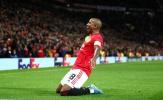 Young ra đi, Williams làm điều mà không một cầu thủ Man Utd nào làm được
