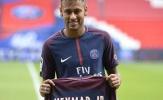 Neymar bất ngờ phớt lờ Messi