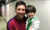 Sắp đón quý tử thứ 3, Messi vẫn ôm con của người lạ