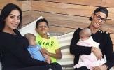 Nể phục tài chăm con của từ gái 'vạn người mê' của Ronaldo