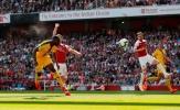 Arsenal 'sảy chân' chẳng khác nào dâng cờ vào tay Man Utd