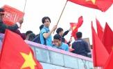Chùm ảnh: 'Người hùng' U23 Việt Nam ngỡ ngàng với tình cảm của NHM