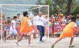 HLV Park Hang-seo chơi bóng cùng học sinh nghèo vùng cao Hà Giang