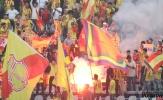 Hòa như thắng trên sân Cần Thơ, CĐV Nam Định quậy tưng bừng