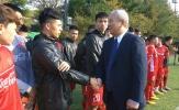Vị khách đặc biệt ghé thăm ĐT Việt Nam trên đất Hàn Quốc