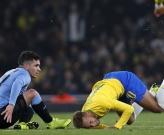 'Quái thú Arsenal' bức ép Neymar đến bước đường buộc phải chơi xấu