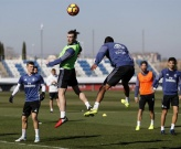 Ronaldo phân rõ ranh giới với Bale trên sân tập của Real
