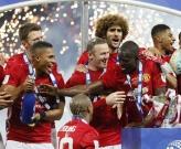 Chùm ảnh: Mourinho lặng lẽ ăn mừng chiếc cúp thứ 2 cùng gia đình