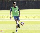 Phản ứng 'lạ' của Pique khi bị chỉ trích 'mê tiền, bỏ bê bóng đá'