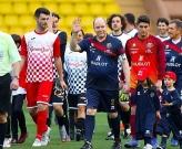 Hoàng tử Monaco xỏ giày đọ sức với huyền thoại Barca