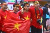 CĐV Việt Nam tiếp lửa thầy trò Park Hang-seo 'giải cứu' Bukit Jalil