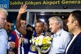Đón sao M.U, Luis Nani fan đổ ra đường như thể vô địch