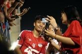 Viettel thua uất ức, fan nữ vẫn phải lòng Bùi Tiến Dũng