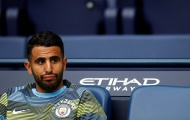 Riyad Mahrez cô đơn trong ngày Man City đại thắng