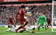 Salah lạc lõng giữa hàng công Liverpool?