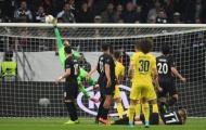 David Luiz với pha đá phạt 'phiên bản lỗi của Messi'