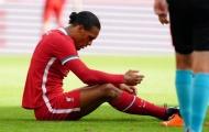 Báo động đỏ cho Liverpool, Van Dijk đổ máu trên sân