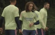 Bị Arteta hắt hủi, 'kẻ thừa' bất ngờ xuất hiện trên sân tập Arsenal