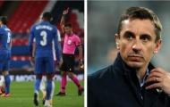 Neville: 'Xử lý bóng tồi tệ, một tình huống lố bịch của cậu ấy'