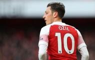 Góc Arsenal: Nhìn Ozil đi, mua 'tiểu phù thủy' về rồi lại bỏ xó sao?