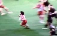 Không đá bóng, Salah 'quậy nát' sân Rugby